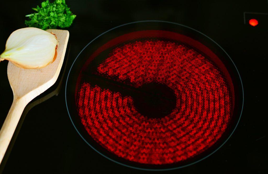 plaque-de-cuisson-induction-ou-vitroceramique